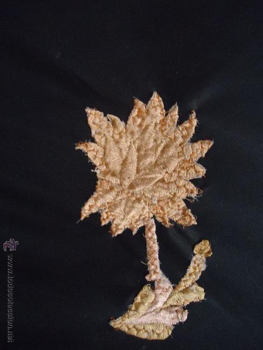 Antigüedades: gran mantón triangular negro con piezas bordadas de un manton mas antiguo ----- leer - Foto 9 - 51089788