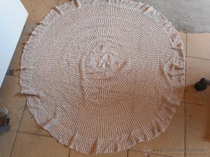 GRAN TAPETE CIRCULAR O REDONDO MIDE 110 CM DIAMETRO (Antigüedades - Hogar y Decoración - Tapetes Antiguos)