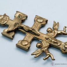Antigüedades: CRUZ CARAVACA BRONCE DORADO HACIA 1900. Lote 51102576