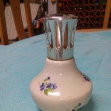 Antigüedades: PERFUMERO LAMPE BERGER FRANCE COLECCIÓN PORCELANA DE CHANTILLY TAPÓN METAL PLATEADO.COMPLETA . . Lote 51121938