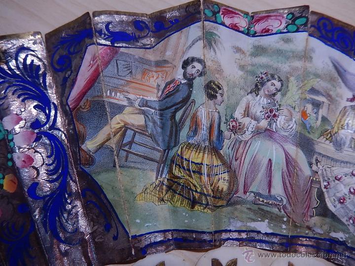 Antigüedades: Abanico de hueso, con grabados y dibujos coloreados. Finales del siglo XIX, principios del XX. - Foto 7 - 51134615