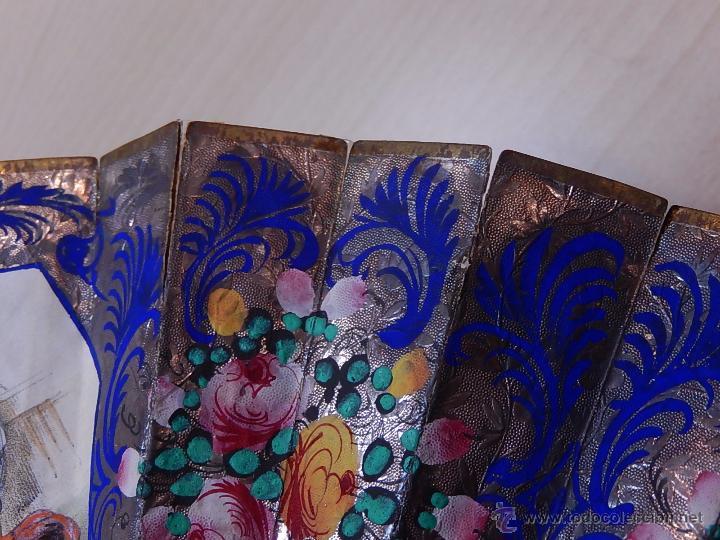Antigüedades: Abanico de hueso, con grabados y dibujos coloreados. Finales del siglo XIX, principios del XX. - Foto 13 - 51134615