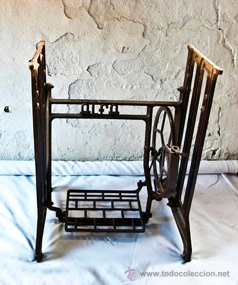 Pié de maquina de coser alfa, en hierro de forj - Vendido