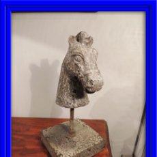 Antigüedades: CABEZA TORSO DE CABALLO DE MADERA EN DECAPE. Lote 51150543