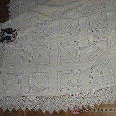 Antigüedades: COLCHA GANCHILLO -255 X 220 -- SIN USO --DIBUJO BELLOTA CON PUNTILLA ANCHA ,DOTE NOVIA .. Lote 27421979