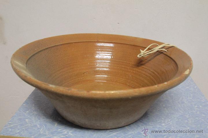 ANTIGUO LEBRILLO DE BARRO, INTERIOR VIDRIADO, ARTESANAL. 45CM DIAMETRO (Antigüedades - Porcelanas y Cerámicas - Otras)