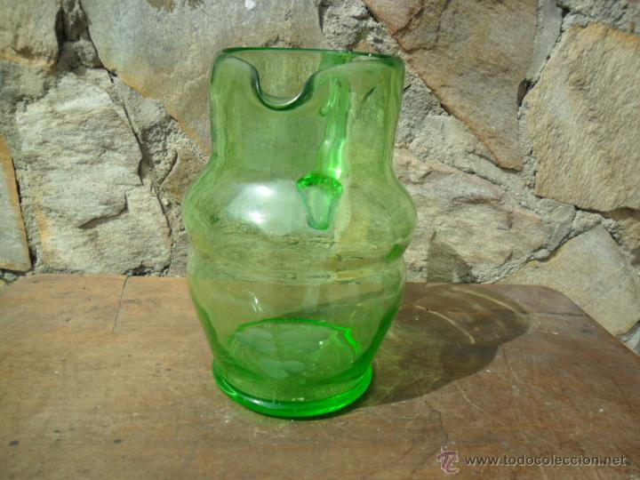 JARRA DE CRISTAL VERDE CON TALLADO DE FLORES ESTILO MODERNISTA ANTIGUA (Antigüedades - Cristal y Vidrio - Otros)