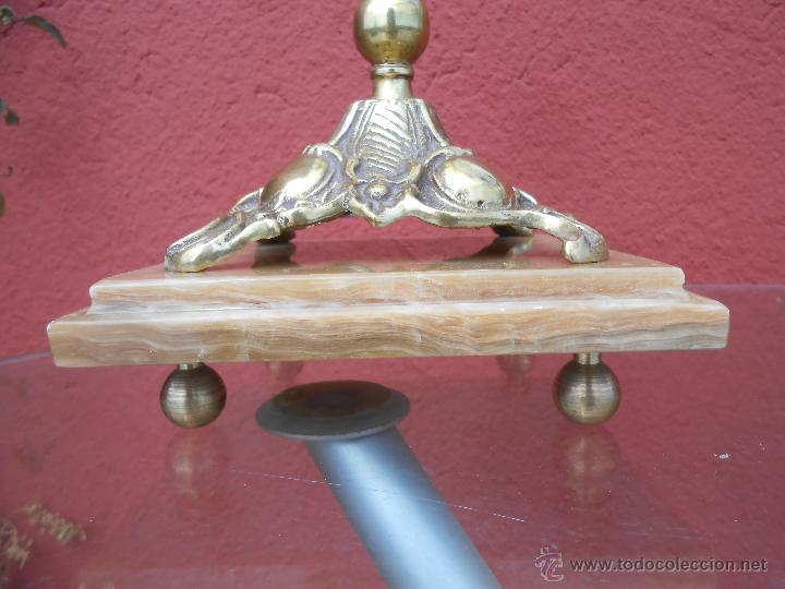 Antigüedades: PAREJA DE ANTIGUOS CANDELABROS DE BRONCE, CUATRO VELAS, BASE DE MÁRMOL - Foto 4 - 253146390