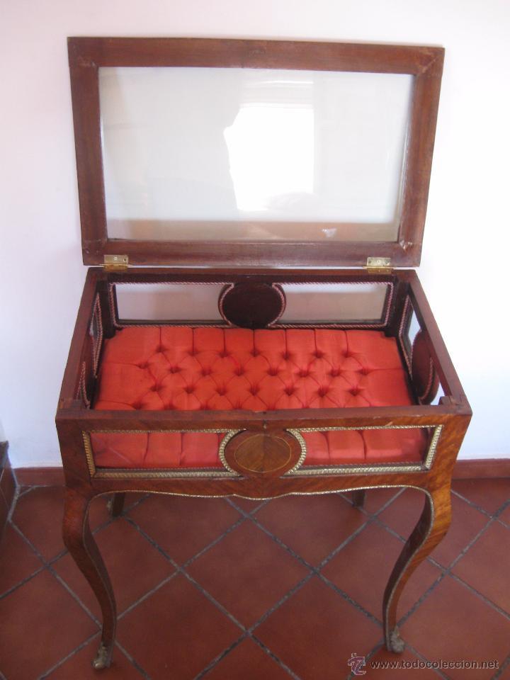 Antigüedades: Mesa vitrina con capitoné. - Foto 3 - 51206618