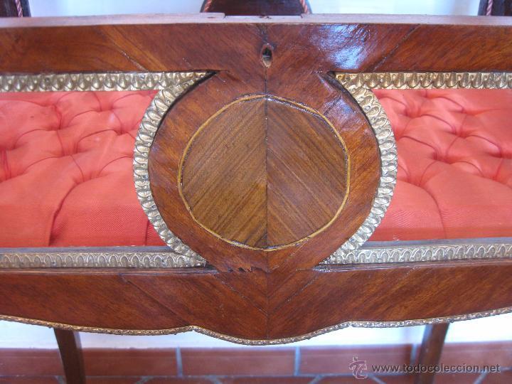 Antigüedades: Mesa vitrina con capitoné. - Foto 4 - 51206618