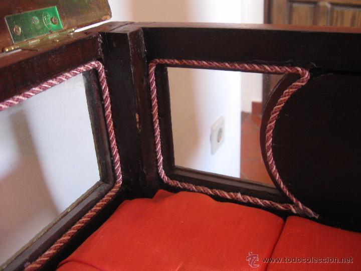 Antigüedades: Mesa vitrina con capitoné. - Foto 8 - 51206618