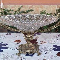 Antigüedades: ANTIGUO CENTRO DE MESA EN BRONCE Y CRISTAL TALLADO , UNA BELLEZA. Lote 51210205