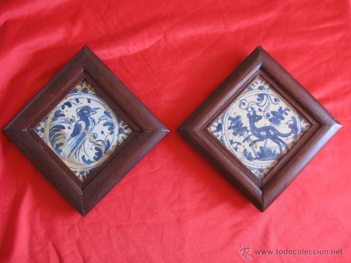 PAREJA DE AZULEJOS SEVILLANOS SIGLO XVIII (Antigüedades - Porcelanas y Cerámicas - Azulejos)