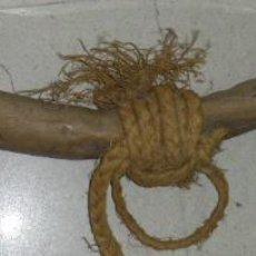 Antigüedades: ANTIGUO YUGO DE BUEYES MADERA ANTIGUO - APERO DE LABRANZA - MIDE 150 CM DE LARGO APROX. 15 EUROS DE . Lote 51229839