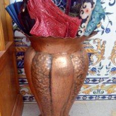 Antigüedades: ANTIGUO PARAGUERO DE COBRE EN FORMA DE JARRÓN .. Lote 51234751