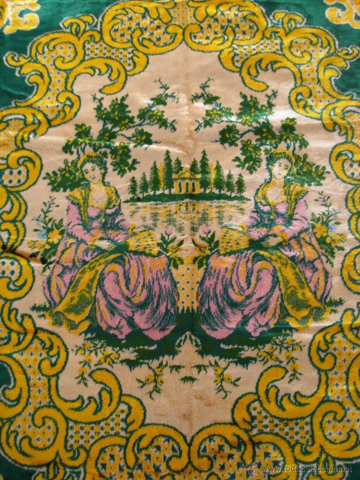 MUY DECORATIVO TAPIZ ATERCIOPELADO DE GRANDES DIMENSIONES 2,09X1,80CM (Antigüedades - Hogar y Decoración - Tapices Antiguos)
