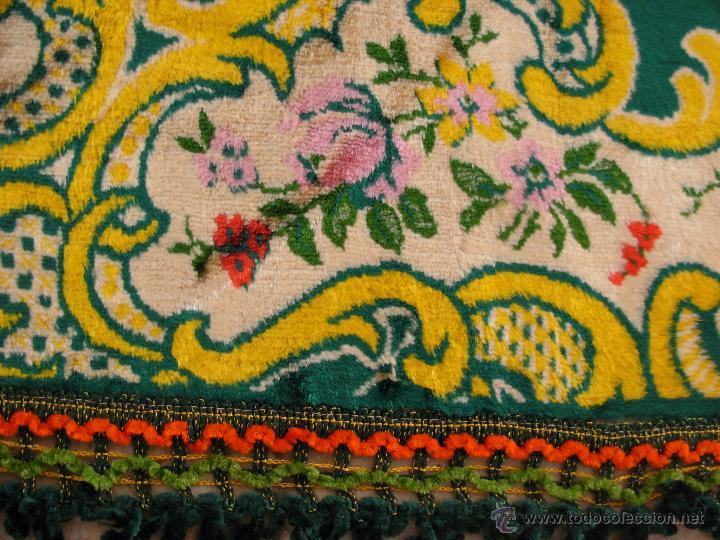 Antigüedades: Muy decorativo tapiz aterciopelado de grandes dimensiones 2,09x1,80cm - Foto 8 - 51252789
