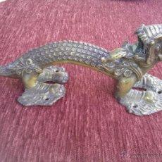 Antiquitäten - Tirador de bronce Italiano en forma de dragon - 51328794