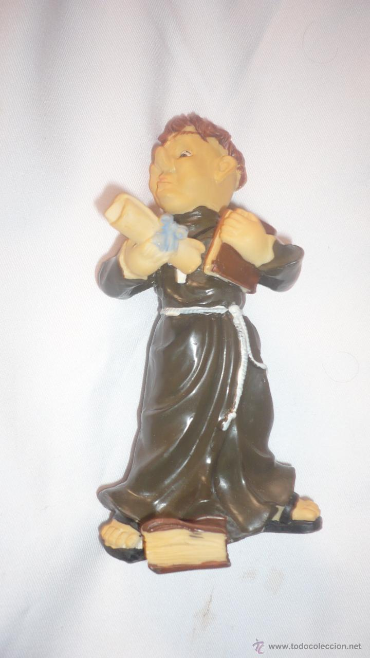 FIGURA MONJE DE RESINA (Antigüedades - Religiosas - Varios)