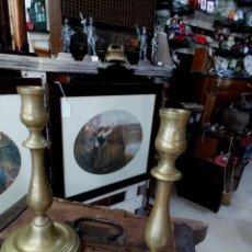 Antigüedades: PAREJA DE CANDELABRO ANTIGUOS EN BRONCE. Lote 51362074