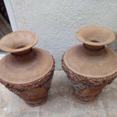 "Antigüedades: DOS JARRONES ESPECTACULARES DE BARRO, ""TERRISSA"" CATALANA DE LA VIRGEN DE MONTSERRAT S.XIX-XX.. Lote 51366218"