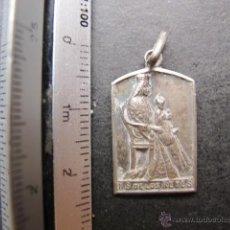 Antigüedades: MEDALLA RELIGIOSA ANTIGUA NUESTRA SEÑORA DE LOS DE LOS REYES SEVILLA PLATA. Lote 51367974