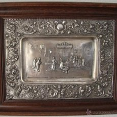 Antigüedades: REYES CATOLICOS CRISTOBAL COLÓN: BANDEJA METAL BAÑADA EN PLATA CINCELADA A MANO MEDIADOS SIGLO XIX. Lote 51381668