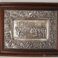 Antigüedades: REYES CATOLICOS CRISTOBAL COLÓN: BANDEJA METAL BAÑADA EN PLATA CINCELADA A MANO MEDIADOS SIGLO XIX. Lote 51381756