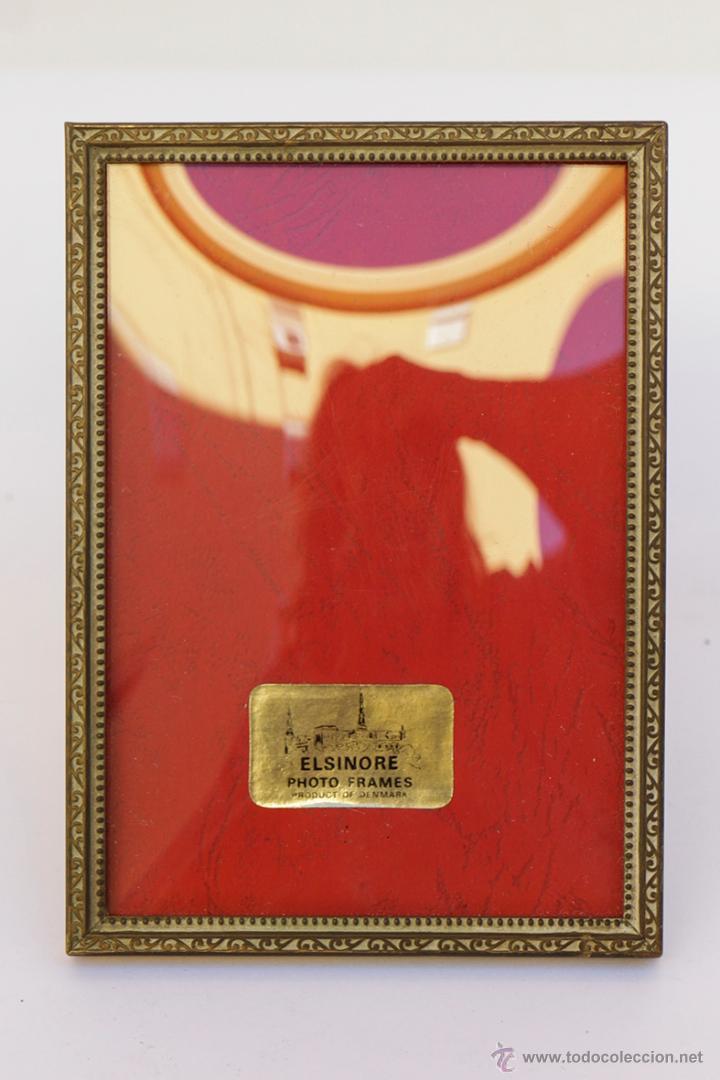 PORTARETRATO EN METAL Y CRISTAL ABOMBADO 13 X 9 CM. AÑOS 50 (Antigüedades - Hogar y Decoración - Portafotos Antiguos)