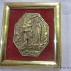 Antigüedades: ANTIGUA MEDALLA DE BRONCE CON VÍRGEN, ENMARCADA. FIRMADA DELPH. MEDIDA MARCO: 7,5 X 7 CMS.. Lote 51383067