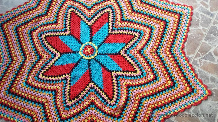 Antigüedades: Antiguo tapete para mesa de camilla, hecho a ganchillo - Foto 2 - 51392493