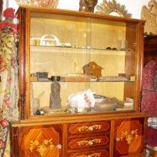 Antigüedades: VITRINA AÑO 1920, MARQUETERIA. Lote 51397389