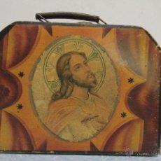 Antigüedades: MUY ANTIGUO MALETÍN DE MADERA, CON ASA. MOTIVOS RELIGIOSOS. JESUCRISTO. MALETA PEQUEÑA. . Lote 51411880