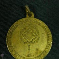 Antigüedades: MEDALLA LATÓN DORADO MADRID XXII CONGRESO EUCARÍSTICO INTERNACIONAL JUNIO 1911 28MM. Lote 51420133