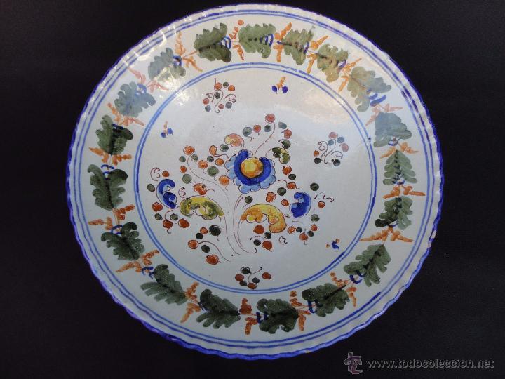 CERÁMICA TALAVERANA: PLATO FIRMADO SASO (Antigüedades - Porcelanas y Cerámicas - Talavera)