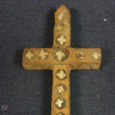 Antigüedades: ANTIGUA CRUZ DE JERUSALEM EN MADERA Y INCRUSTACIONES DE NACAR S XIX 5,5X3,2CMS. Lote 51422958