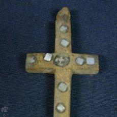 Antigüedades: ANTIGUA CRUZ DE JERUSALEM EN MADERA Y INCRUSTACIONES DE NACAR S XIX 5,8X2,8CMS. Lote 51423002