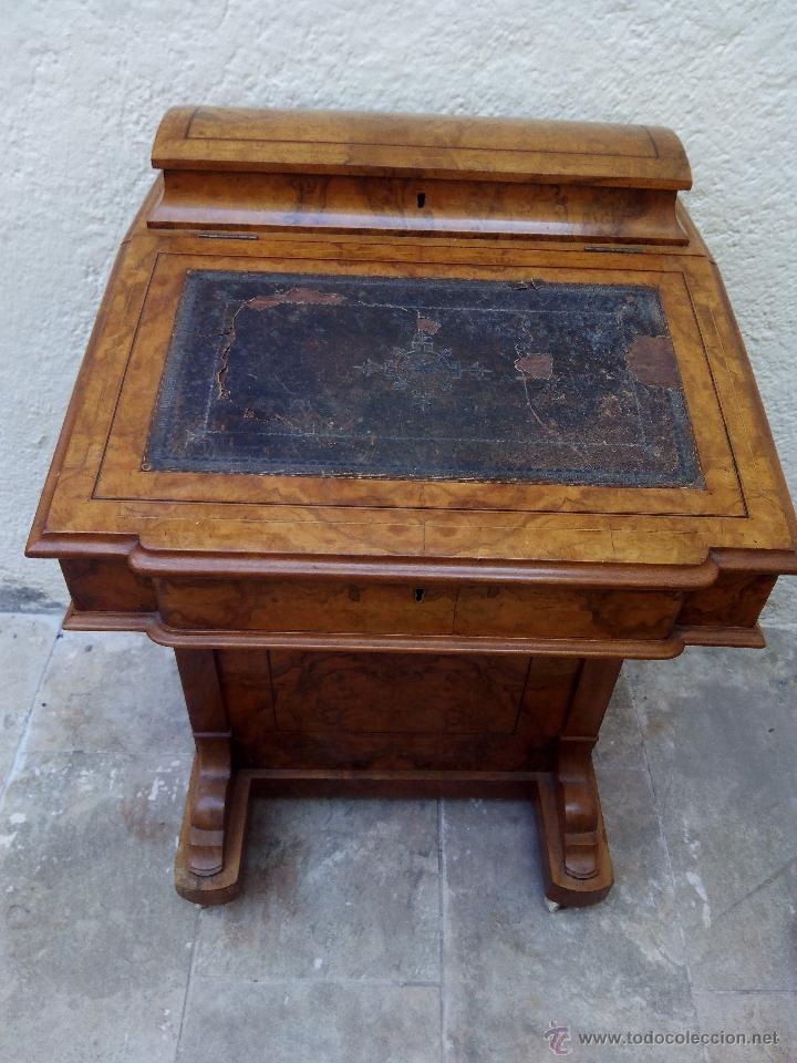 PUPITRE ANTIGUO DE MADERA NOBLE POSIBLEMENTE DE ORIGEN FRANCÉS. RECOGIDA EN MANO A 30 KM DE BARCELON (Antigüedades - Muebles Antiguos - Mesas de Despacho Antiguos)
