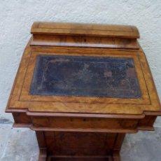 Antigüedades: PUPITRE ANTIGUO DE MADERA NOBLE POSIBLEMENTE DE ORIGEN FRANCÉS. RECOGIDA EN MANO A 30 KM DE BARCELON. Lote 51431156