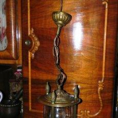 Antigüedades: ANTIGUA LAMPARA DE FAROL DE BRONCE Y CRISTAL TALLADO. Lote 135359801