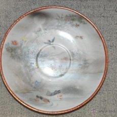 Antigüedades: PLATO DE PORCELANA DE JAPÓN , POSIBLEMENTE KUTANI , PINTADO A MANO CON AVES , FIRMADO. Lote 51469563