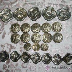 Antigüedades: BOT-003 - COLECCIÓN DE BOTONES ANTIGUOS EN METAL - REPRESENTANDO CARABELAS Y PUEBLO. Lote 29255200