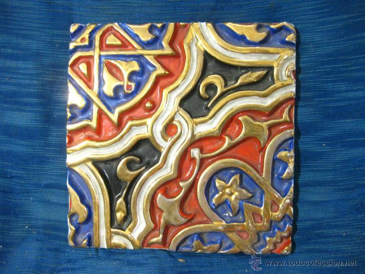 Precioso baldosin o azulejo en relieve con colo comprar azulejos antiguos en todocoleccion - Azulejos con relieve ...