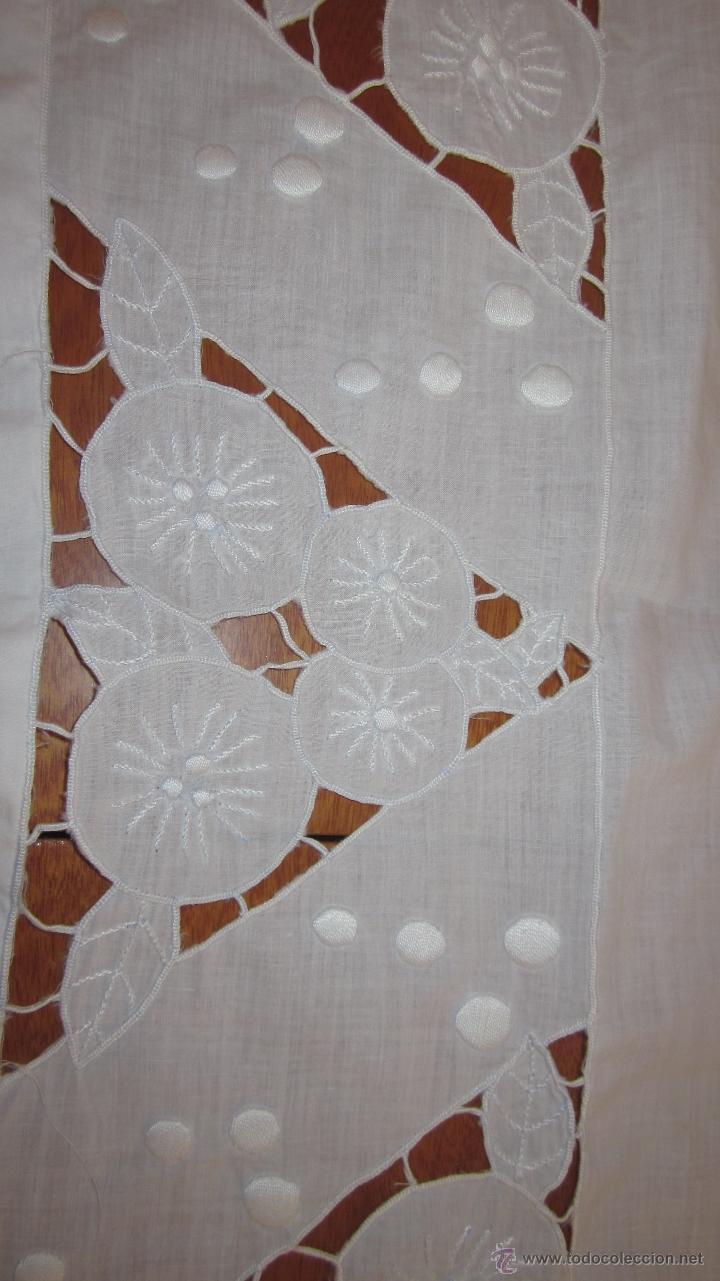 Antigüedades: Antiguo tapete bordado a mano 67 x 79 cnts - Foto 2 - 51515434