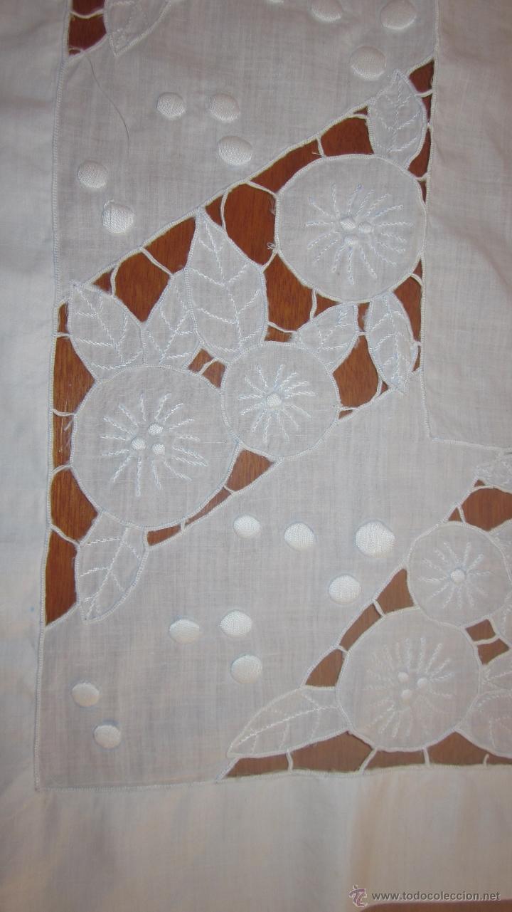 Antigüedades: Antiguo tapete bordado a mano 67 x 79 cnts - Foto 3 - 51515434