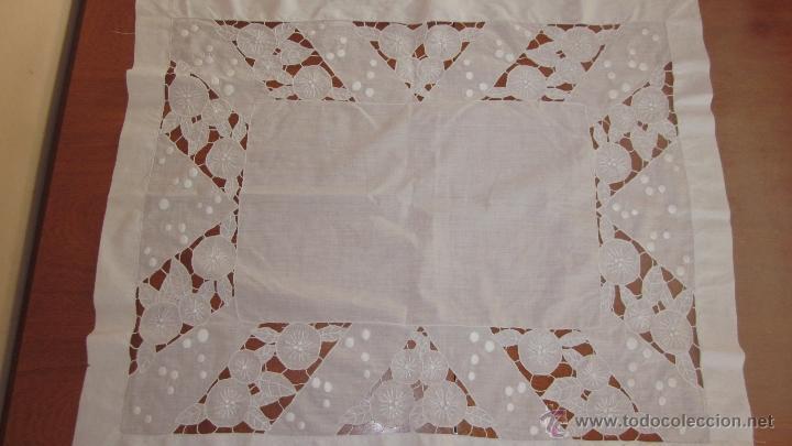 Antigüedades: Antiguo tapete bordado a mano 67 x 79 cnts - Foto 4 - 51515434