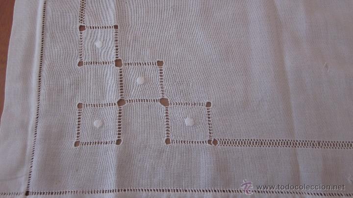 Antigüedades: Antiguo tapete bordado a mano 67 x 67 cnts - Foto 2 - 51515476