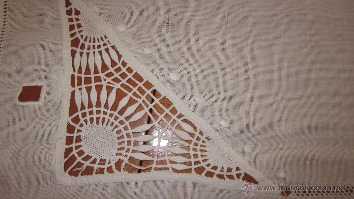 Antigüedades: Antiguo tapete bordado a mano 67 x 67 cnts - Foto 4 - 51515476