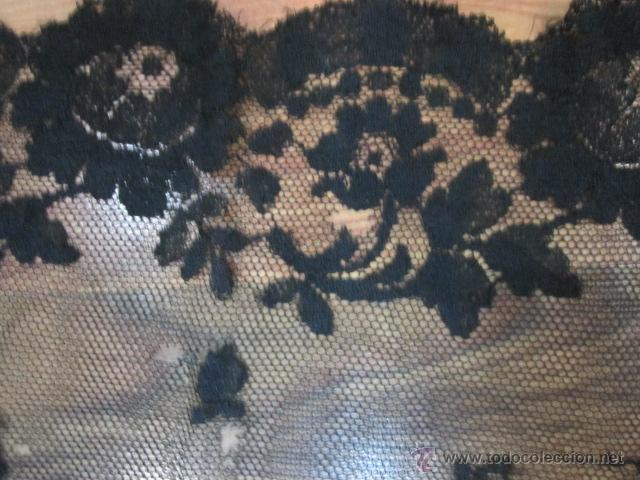 Antigüedades: Antigua mantilla rectangular de encaje negro. Medida: 103 x 49 cms. - Foto 5 - 51525493