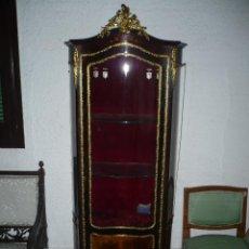 Antigüedades: APARADOR O ESCAPARATE ROCOCO, CON MARQUETERIA FLORAL, PINTURAS, BRONCES DORADOS Y CRISTALES CURBOS. . Lote 51546545